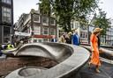 Koningin Maxima op 'de eerste 3D-geprinte brug ter wereld die volledig gemaakt is van staal'.