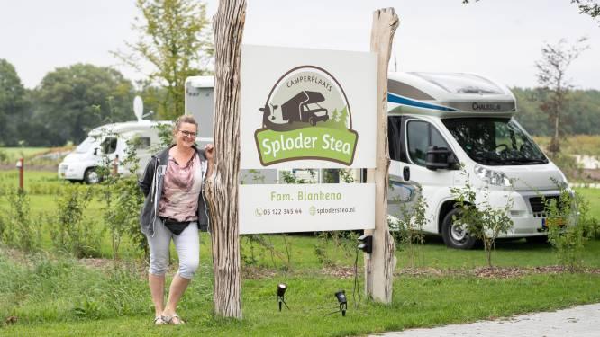 Bij Gerrit en Dianne in Espelo sta je met je camper tussen de koeien: 'De mensen vinden het prachtig'