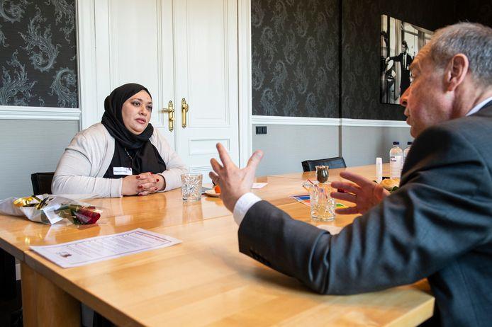 Tijdens het gesprek kreeg Olof Suttorp een indruk van de levensloop van Majdouline Nafazi.