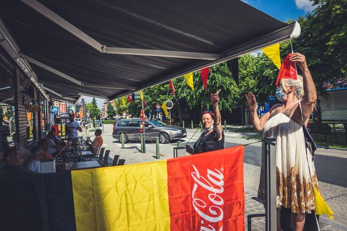 Grand Café Drongen hangt de Belgische driekleur uit voor het EK voetbal