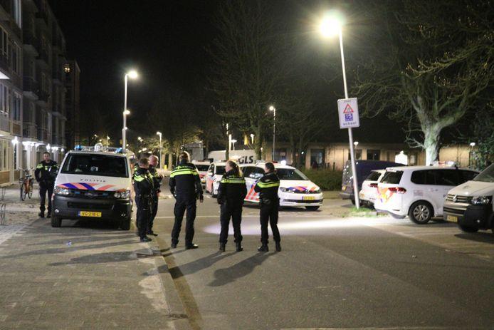 Agenten in de wijk na een achtervolging in Utrecht
