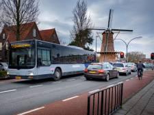 Bewoners Julianalaan Maassluis zijn hardrijders spuugzat: 'Softe maatregelen sorteren geen effect'