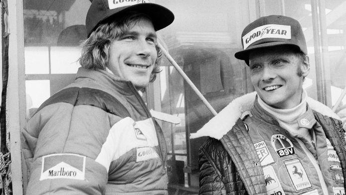 James Hunt (l) en Niki Lauda in 1976.