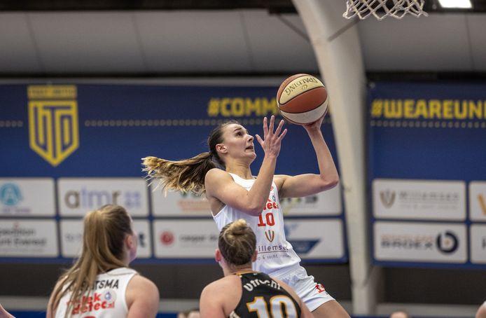 Lisanne de Jonge was topscorer tegen Cangeroes met 24 punten voor Lekdetec.nl/Batouwe.