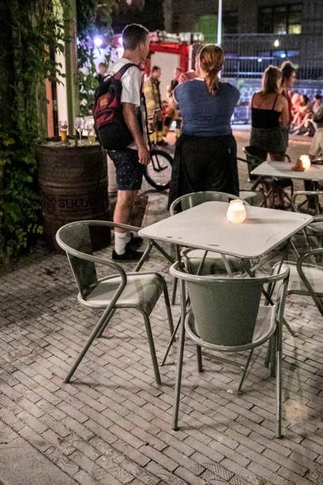 Terrasgasten restaurant Sugar Hill in Arnhem met eieren bekogeld