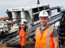 Een waterleiding van vijf kilometer opzij leggen voor de verbreding van de A27, zo doe je dat
