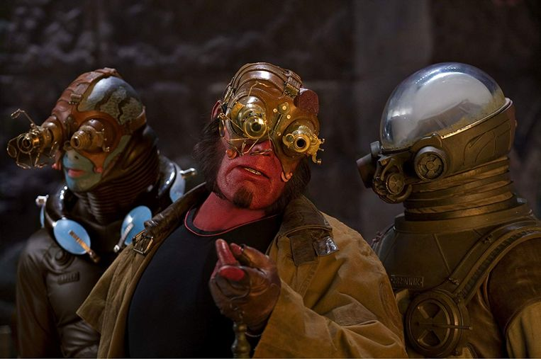 Ron Perlman (midden) in Hellboy II: The Golden Army (Guillermo del Toro, 2008). Beeld