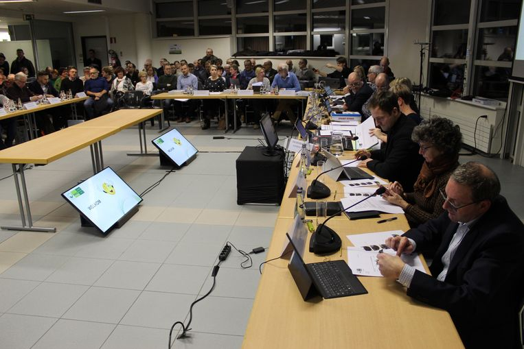 De gemeenteraad van Eeklo in de nieuwe setting in het Stadskantoor.
