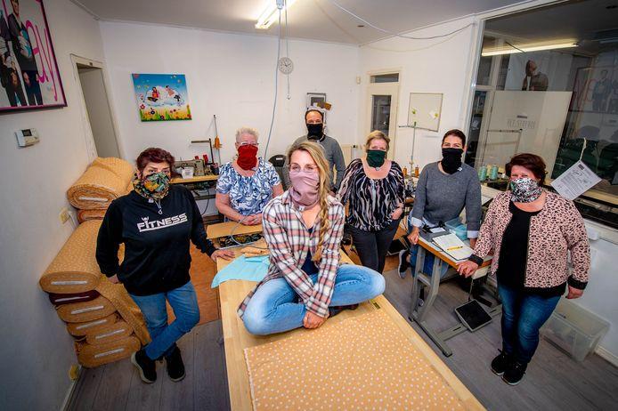 ByKay met hippe nieuwe mondkapjes, die ook als sjaal en hoofdband gedragen kunnen worden.