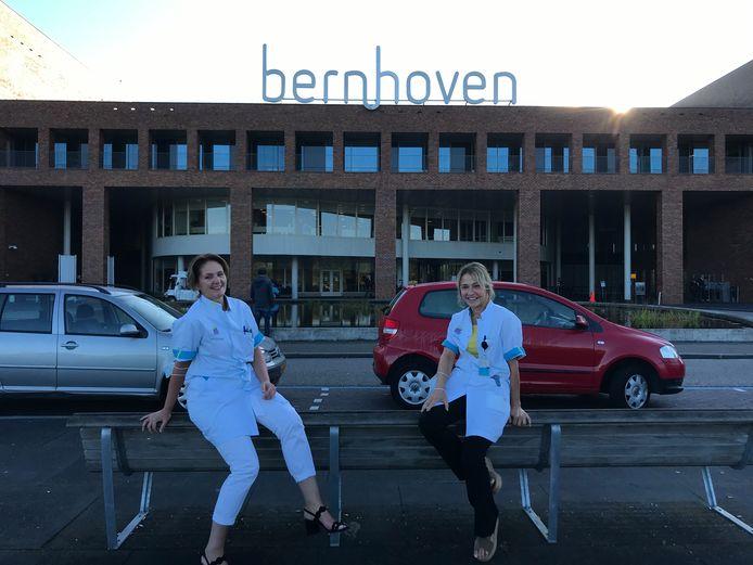 Diabetesverpleegkundige Petra Wagemans (links) en internist-endocrinoloog Caroline Heijckmann wandelen samen met diabetespatiënten naar Santiago de Compostella voor de 'WeHike2ChangeDiabetes' challenge.