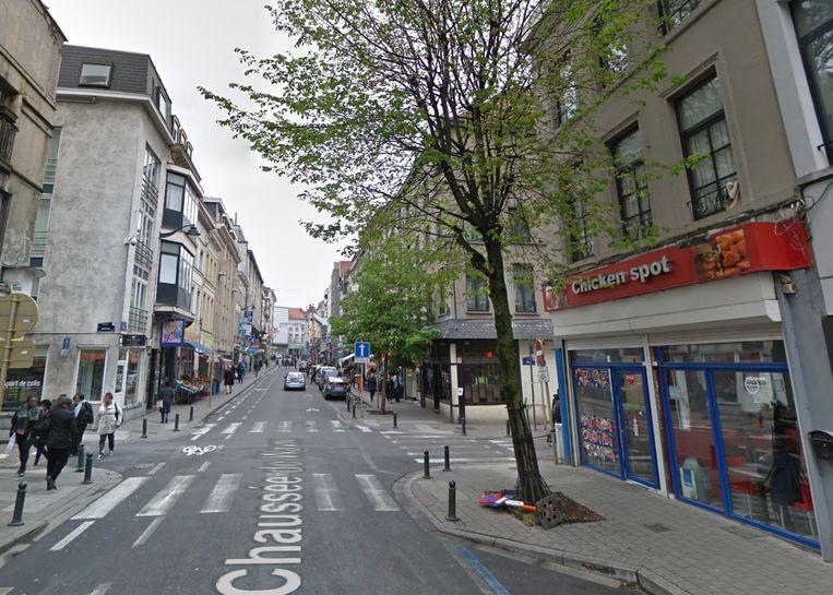 Het slachtoffer werd neergestoken op de hoek van de Waversesteenweg met de Edinburghstraat in Matonge.