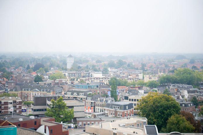 Veel woningen in Almelo worden opgekocht door beleggers. De VVD en SP willen daar paal en perk aan stellen.