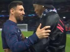 La superbe accolade entre Ronaldinho et Messi au Parc des Princes