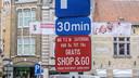 De shop&go-parkeerplaats in de Stationsstraat.