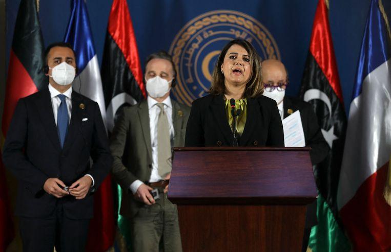 De Libische minister van buitenlandse zaken Najla al-Mangoush eiste in een persconferentie het vertrek van alle buitenlandse troepen en huurlingen.  Beeld AFP