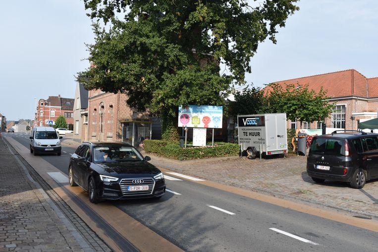 De ingang van de school wordt weggetrokken van de drukke Provinciebaan.