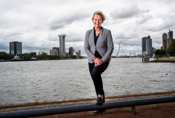 Saskia Baas van de GGD Rotterdam-Rijnmond met de typische Rotterdamse storm in haar haren: 'De no-nonsensementaliteit van deze stad past bij mij'