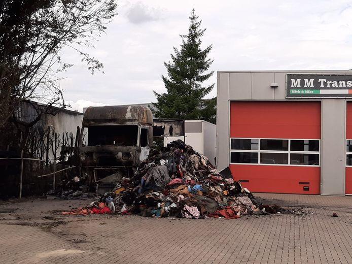De schade, daagns na de brand in de vrachtwagen.