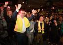 Richard de Mos viert een feestje na zijn overwinning in Den Haag.