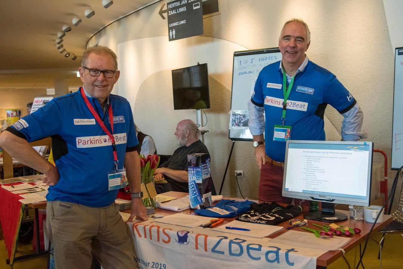 Wim Leenen (links) en Ruud Overes van de stichting Parkinson2beat in het Parktheater in Eindhoven.