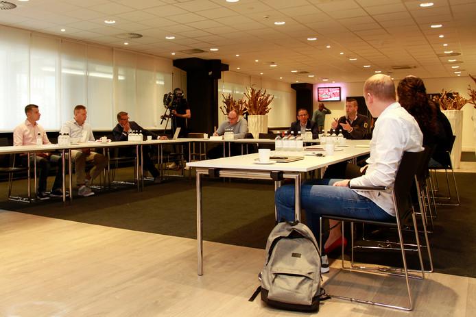 PSV-fans kregen vrijdagmorgen de gelegenheid vragen te stellen aan de directie naar aanleiding van het jaarverslag.