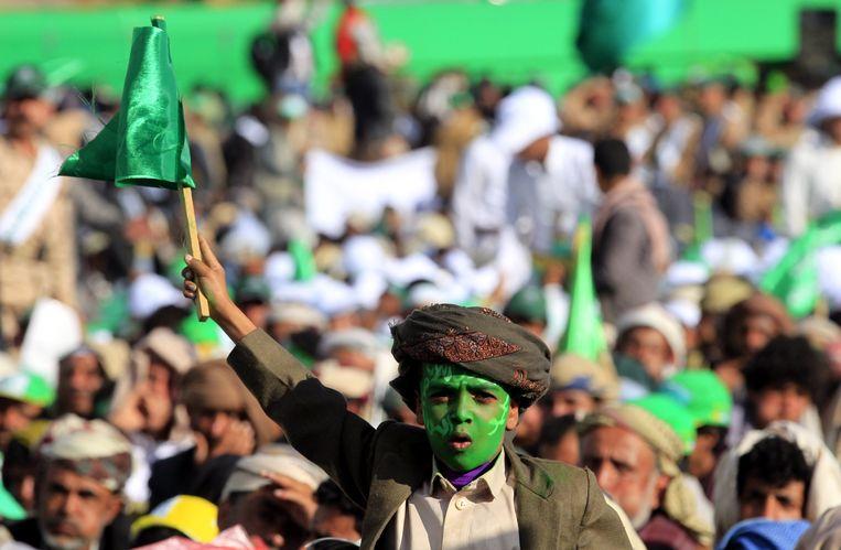 Viering van een islamitische feestdag in de Jemenitische hoofdstad Sanaa. De stad is in handen van Houthi-strijders en wordt voortdurend gebombardeerd door de Saudische luchtmacht. Beeld EPA