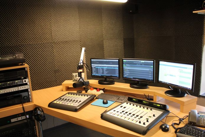 De studio van Radio FM Gold in Meulebeke.