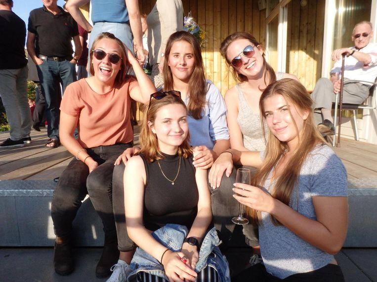 Dames 1: Pam Rozendaal, Luka Jansen en Annelotte Janse (vlnr, boven) en de zusjes Floor en Charley de Adelhart Toorop (vlnr, beneden) Beeld Schuim