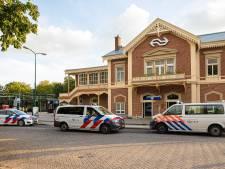 Supporters op de vuist in de trein naar Amersfoort