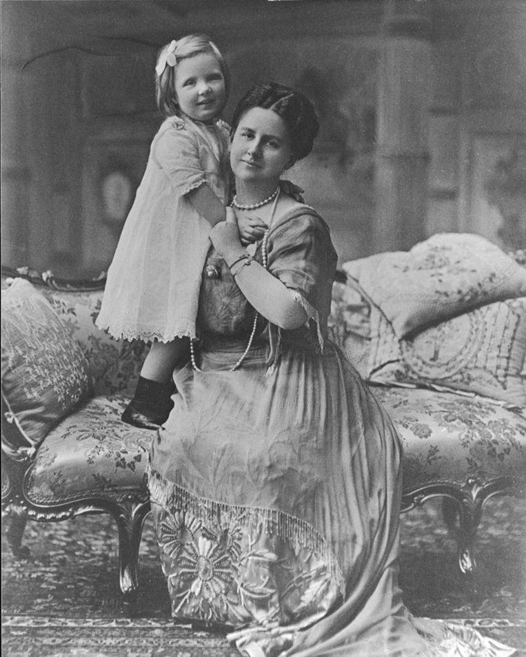 Portret van koningin Wilhelmina en prinses Juliana, 1914. Beeld anp