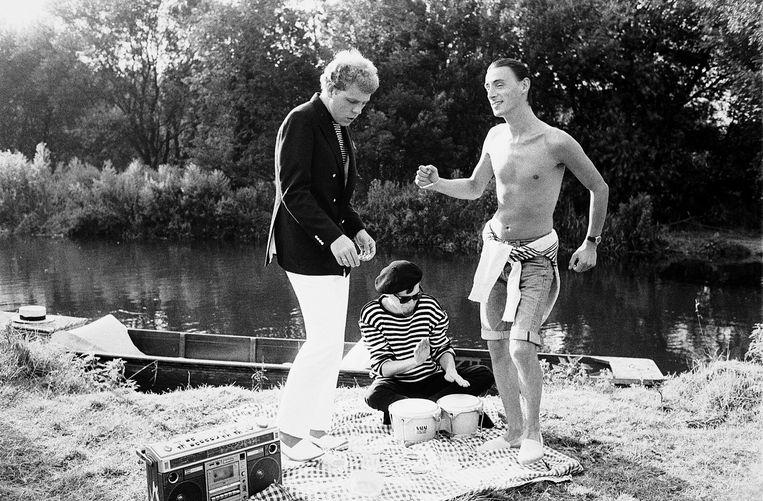 Paul Weller (rechts) in de videoclip bij het nummer Long Hot Summer uit 1983. Beeld Getty Images