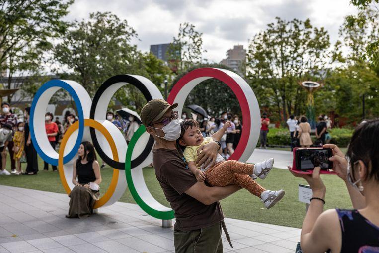 Een foto bij de olympische ringen, meer zit er voor de Japanners deze Spelen niet in.  Beeld Getty Images