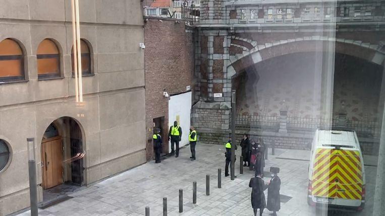 De synagoge moet op bevel van de burgemeester vier weken dichtblijven.  Beeld VTM NIEUWS