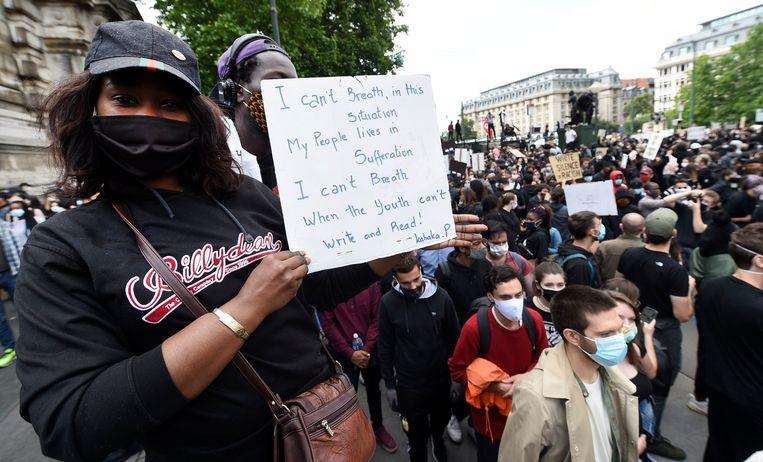 Tienduizend manifestanten kwamen in Brussel op straat. Afstand houden was er niet bij. Beeld Photo News