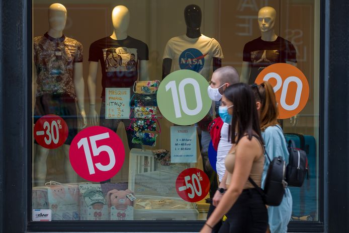L'an dernier, les soldes estivaux avaient été reportés à début août en raison de la crise du coronavirus. Ce ne sera pas le cas cette année et la période de prix cassés dans les magasins débutera donc bien le 1er juillet, comme d'habitude.