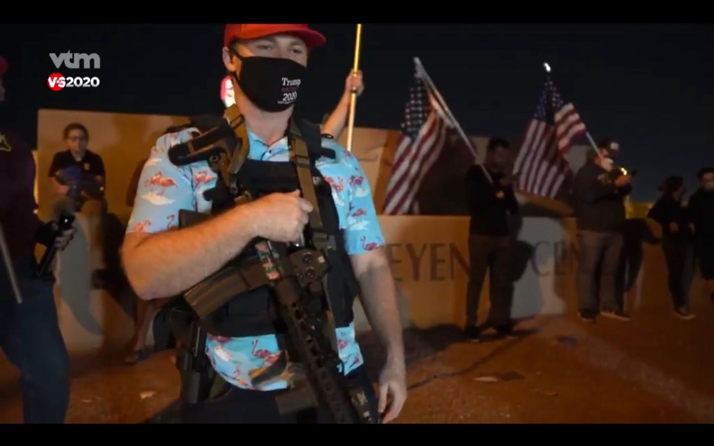 Dat het zou kunnen worden zoals in Joegoslavië in 1991, zei een Trump-fan - machinegeweer op de borst - aan een telbureau in Las Vegas. Er zijn dubbel zoveel middelen ingezet om extremistische agressie te voorkomen.