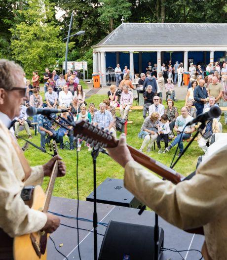 Rock-'n-roll in Oderkerkpark Etten-Leur: 'De sfeer is hier altijd goed'