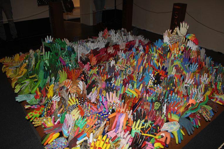 """Afbeeldingsresultaat voor kunstwerk """"1000 handen"""""""