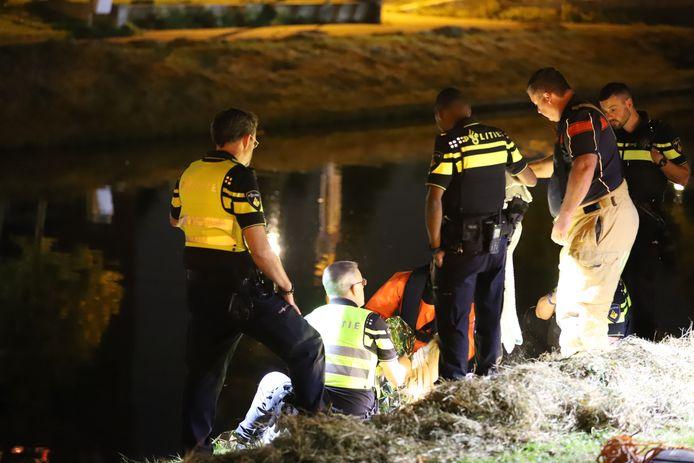 Een vrouw is dinsdagavond uit haar rolstoel gevallen en in de sloot terecht gekomen. Dit gebeurde aan de Nootdorpse Landingslaan in Den Haag.