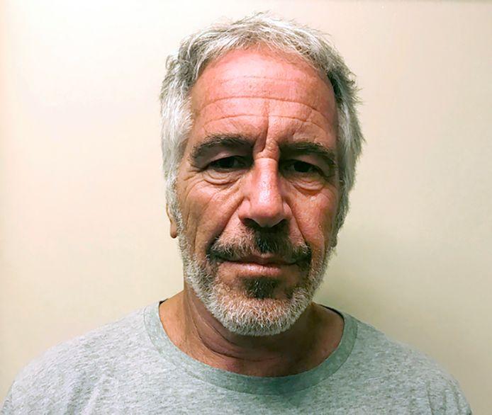 Jeffrey Epstein, qui s'est pendu le 10 août dernier dans sa cellule à New York, est aujourd'hui accusé d'avoir agressé sexuellement des mineures jusqu'en 2019.