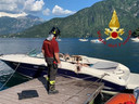 Beeld van de brandweer over het bootongeval op het Comomeer.