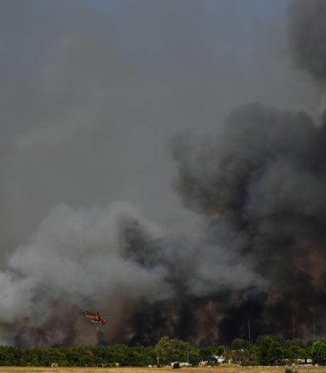 Nouvel incendie près d'Athènes, fermeture d'une autoroute principale