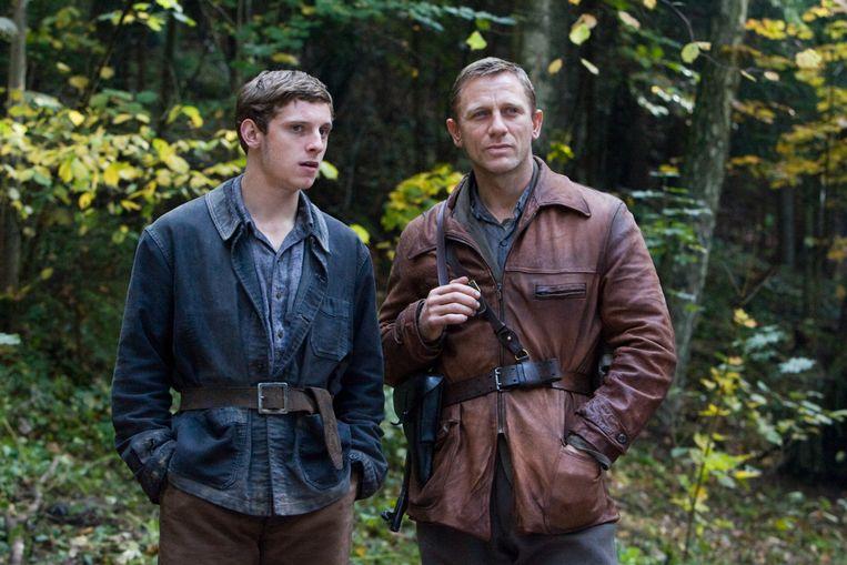 Daniel Craig (rechts) in Defiance (Edward Zwick, 2008). Beeld