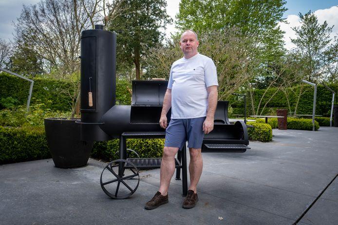 Chef-kok Bart De Pooter in de tuin van Pastorale, het sterrenrestaurant dat 'Eden by Pastorale' lanceert.