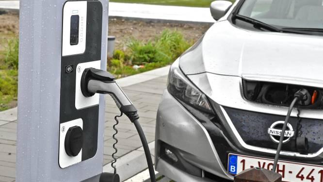 """Unizo heeft twijfels bij akkoord over groenere bedrijfswagens: """"Laadpalen moeten nu als paddenstoelen verrijzen"""""""