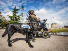 Verlamde Suzanne geweigerd in Haags stadspark vanwege hulphond: 'Dit is discriminatie'
