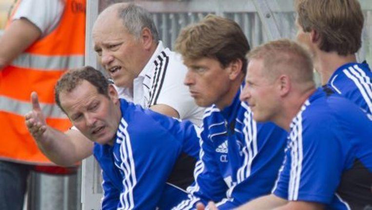 Trainer Martin Jol (L) van Ajax dinsdagavond op de bank naast zijn assistent Danny Blind tijdens de oefenwedstrijd Rijnsburgse Boys tegen Ajax in Katwijk. Foto ANP Beeld
