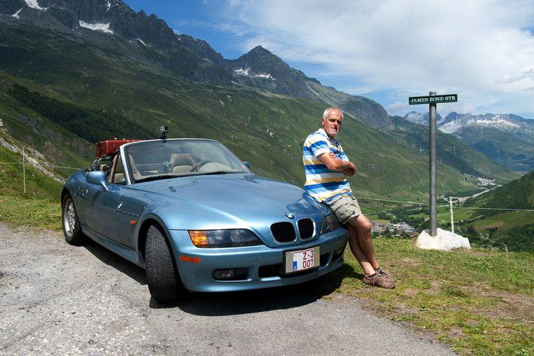 De tweede bolide die Hendrikx in zijn bezit heeft, is de speciale BMW Z3 007 , die werd gebruikt in de Bondprent Golden Eye, met Pierce Brosnan (volgende beeld).