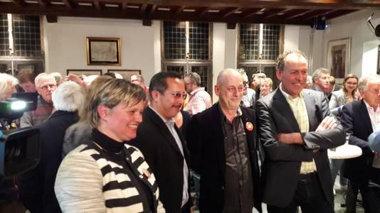 De partners in de coalitie op een rijtje. Vanaf links: Janine van Hulsteijn (VVD), Rob Janssen (SP) en Jacques van Bergen (CDA). Luc Brouwers ( tussen Janssen en Van Bergen) vormt met zijn PvdA-fractie en D66 straks de oppositie in de raad. Van Hulsteijn wordt wethouder.