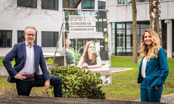 Er komt een oriëntatiejaar voor de economie-opleidingen bij Fontys Eindhoven. Op de foto hogeschooldirecteur Ronald Philipsen en projectleider Jennifer van Deursen.